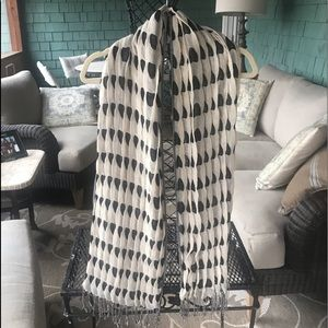 Unique reversible black and ivory scarf